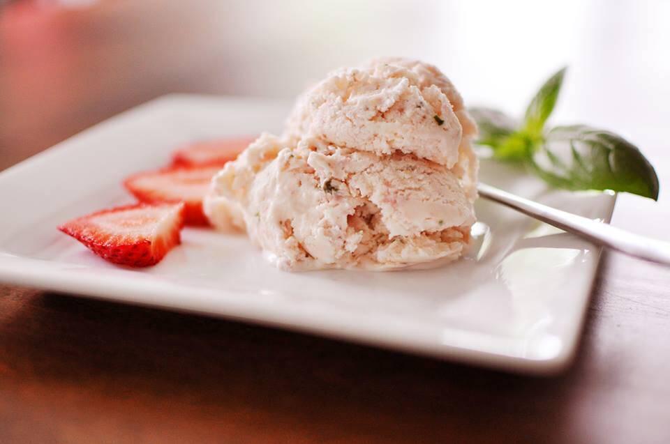 Crème glacée fraise et basilic pour Louis!